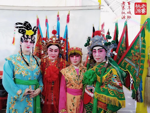I also practiced Teochew opera with Singapore group Tok Tok Chiang: that's me on the far left.