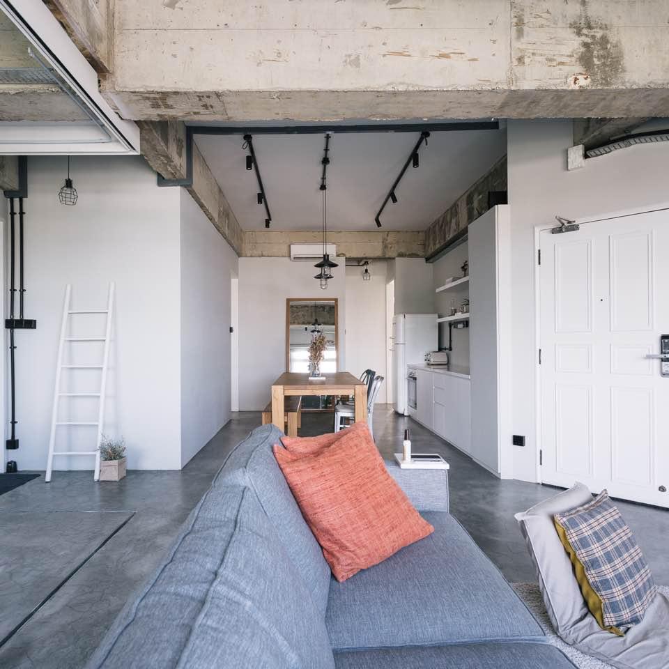 Min Poh \u0026 Collin\u0027s Dreamy Industrial Loft Walk-Up! - qanvast - Dayre