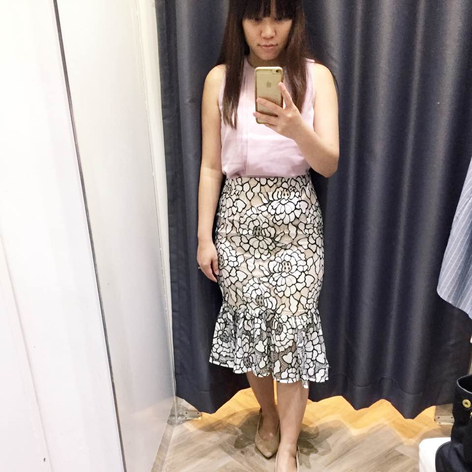 76778d998 Tried this super popular pencil skirt as I saw so many nice OOTDs of girls  with this skirt!