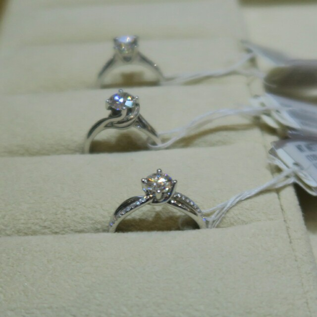 c69faed713a0b Orchard Central / Love & Co engagement rings 💍 - kaitinghearts - Dayre