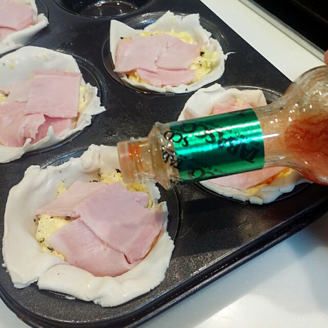 Ham And Avocado Scramble Recipe: Ham And Scramble Egg Cup