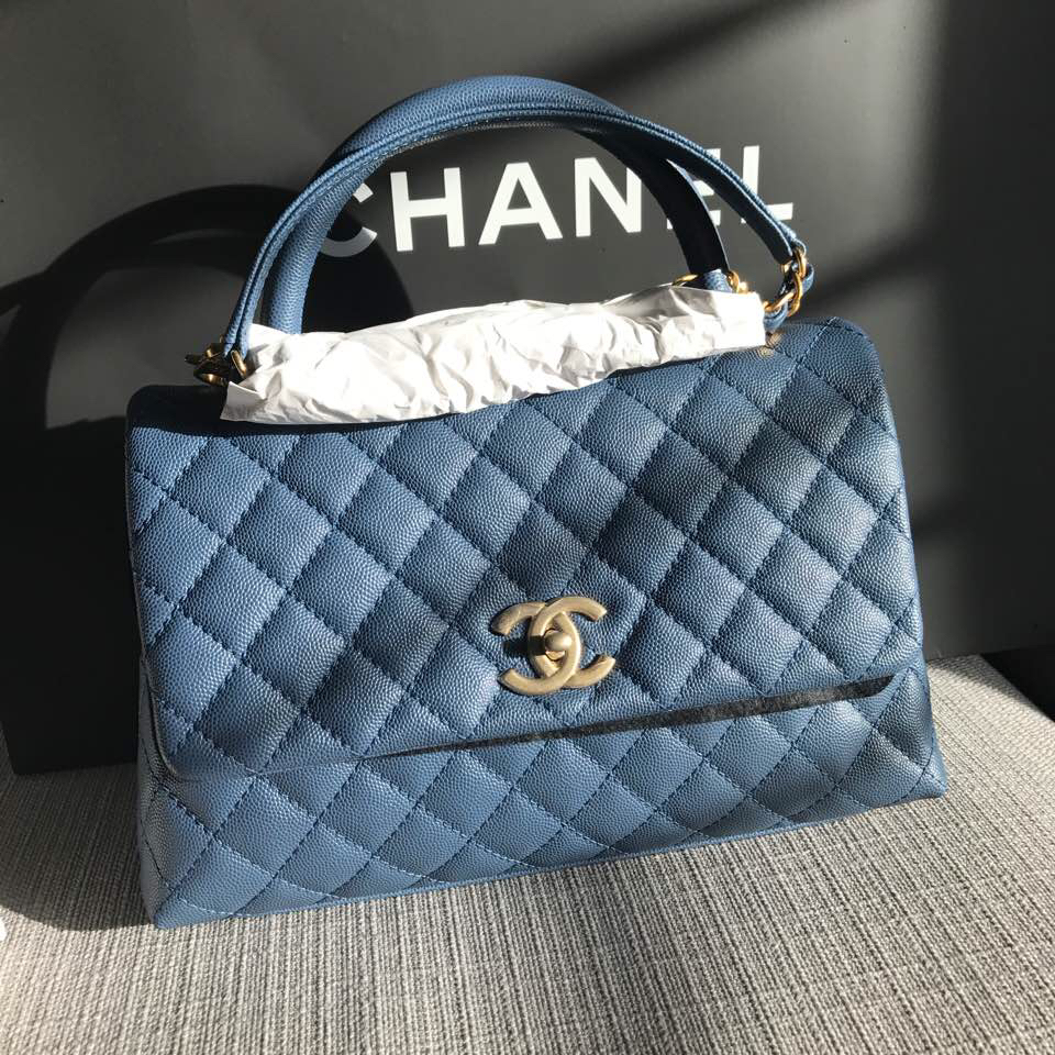 b64c798ef064 ✓️Perfect Small Size ✓️Roomy ✓️Compartments ✓️Aged GHW ✓️Caviar Leather  ✓️Unique blue shade